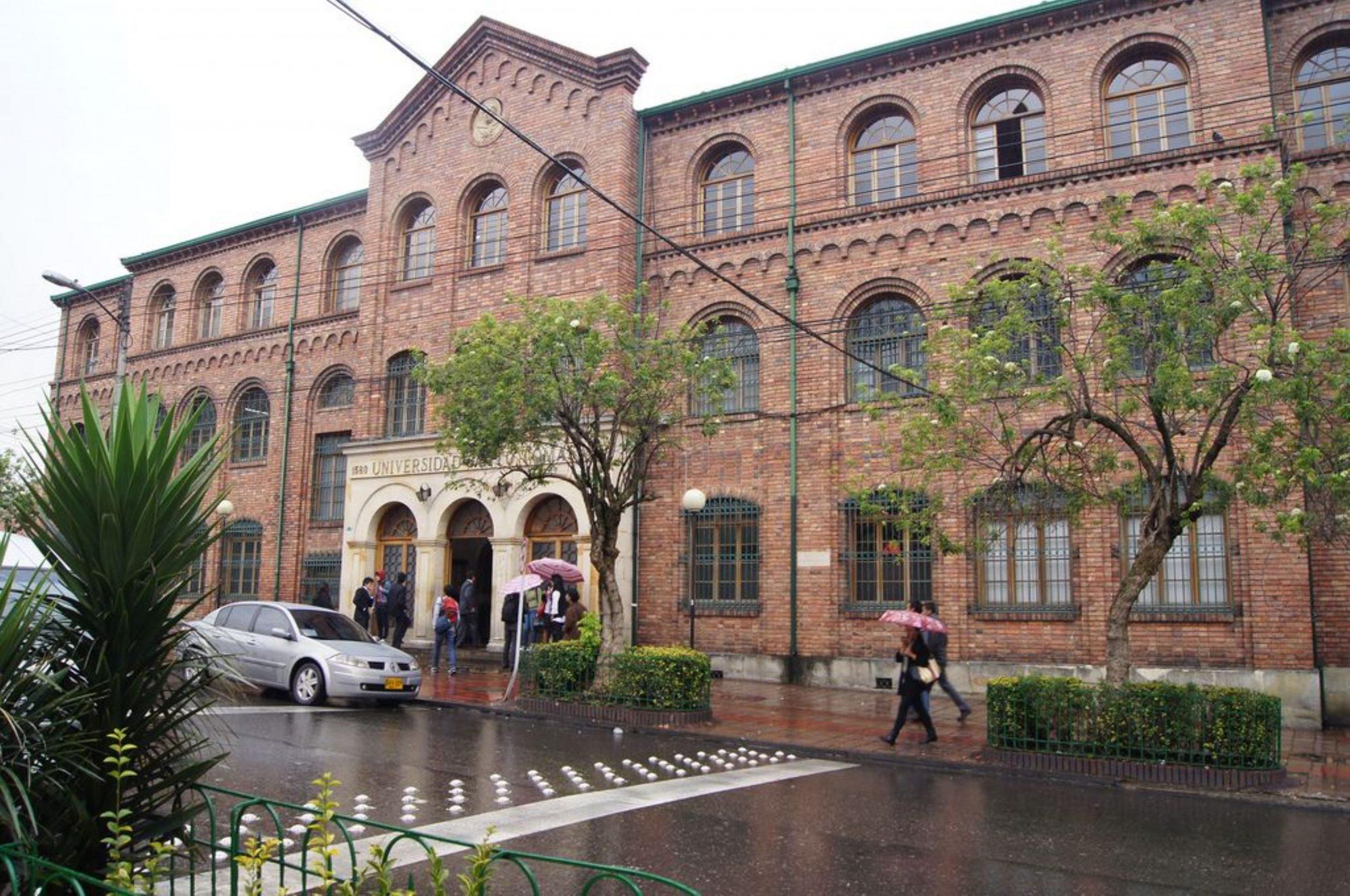 Fachada Universidad Colombia.